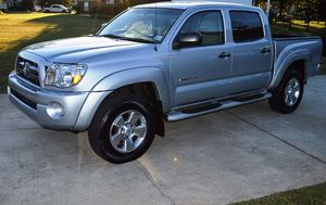 Beautiful 2OO5 Toyota Tacoma 4WDWheels Clean for Sale in St. Louis, MO