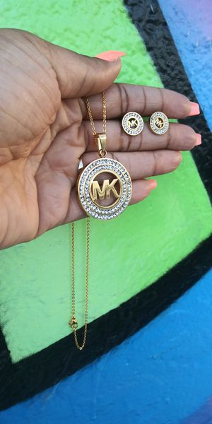 🚗🚗I deliver....😍😍18kt Gold Plated 💖📿necklace and earrings wont fade nor tarnish🚕🚕🚕 for Sale in Fort Lauderdale, FL