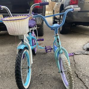 Two girl bikes 2o for both for Sale in Redford Charter Township, MI