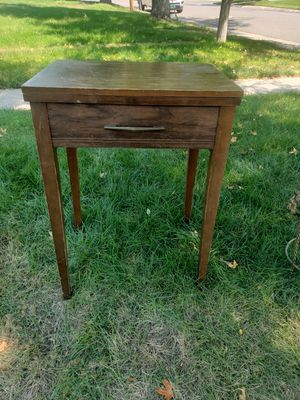 Free singer sewing machine or use as end table for Sale in Aurora, CO