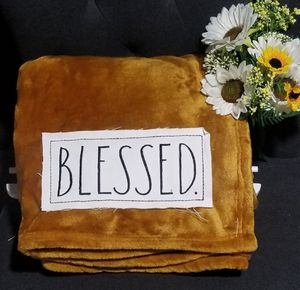 Rae Dunn plush throw blanket / farmhouse decor home bedroom cobija for Sale in Compton, CA