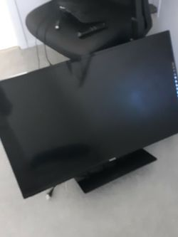 """39"""" Toshiba Flat Screen TV, 2 Years Old, Works Great! Includes Amazon Firestick and Tv Antenna for Sale in Port Charlotte,  FL"""