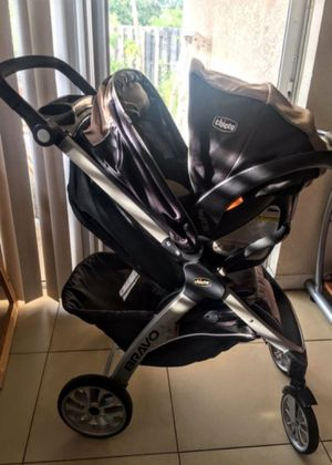Black and beige Chicco umbrella stroller with car seat for Sale in West Palm Beach, FL