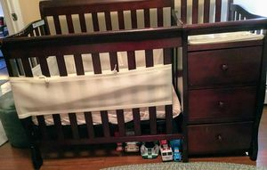 Mini Crib w/ diaper changing station for Sale in Passaic, NJ