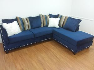 PLUSH BLUE UPHOLSTERED SECTIONAL SOFA for Sale in Arlington, TX
