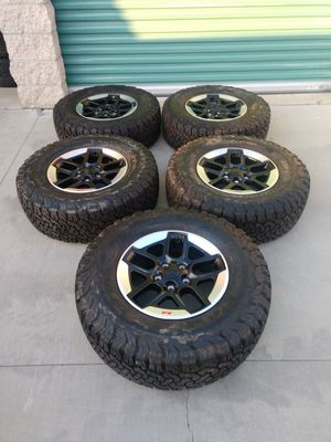 """New condition Jeep Wrangler wheels and tires plus tpms sensors 17"""" BFG ko2 tires for Sale in Ontario, CA"""