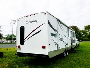 ✅2008 Forest River Cherokee 31' ft Sleeps 8 1 bedroom Fridge and showe for Sale in Phoenix, AZ