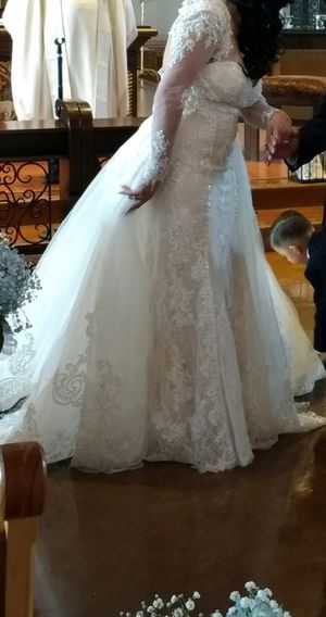 Wedding dress 3 piece detachable fishtail bolero for Sale in Poway, CA