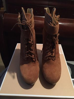 Michael Kors Suede Size 9 for Sale in Baltimore, MD
