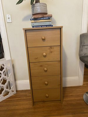 5 drawer medium sized dresser. for Sale in Oakland, CA