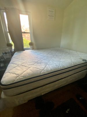 Queen Size Bed Set (Bed+Frame) for Sale in Takoma Park, MD