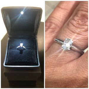 14k White Gold .60 ctw Oval cut Tiffany style Diamond Engagement Ring size 6.5 for Sale in Newark, NJ