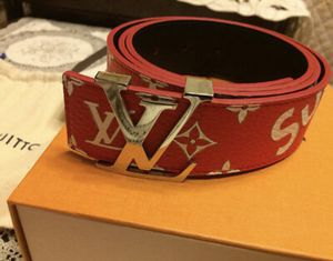 LV x SUPREME BELT RED MENS for Sale in Creve Coeur, MO