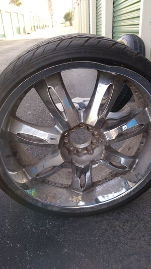22 inch tire 245.30.22 for Sale in San Antonio, TX