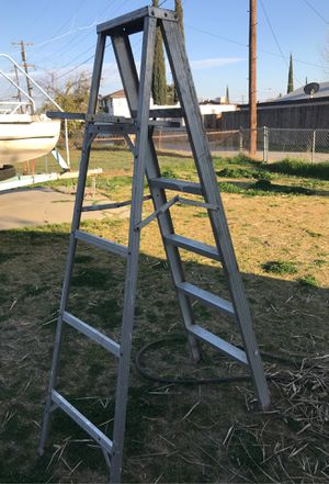 6ft ladder for Sale in Bakersfield, CA