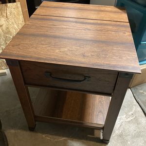 End Table/Media Table for Sale in Snohomish, WA