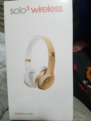 BRAND NEW NEVER OPENED BEATS SOLO3 WIRELESS GOLD for Sale in Milton, WA