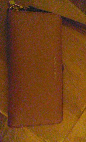 Michael kors wallet for Sale in Wichita, KS