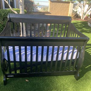 3 In 1 Convertible Crib to Toddler Bed for Sale in San Diego, CA