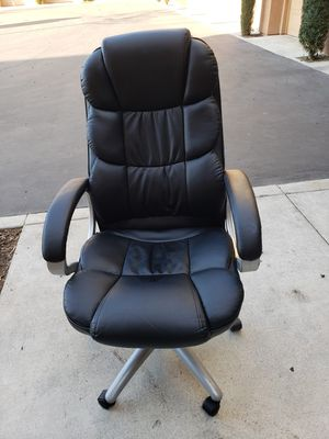 Desk chair for Sale in Rancho Cucamonga, CA