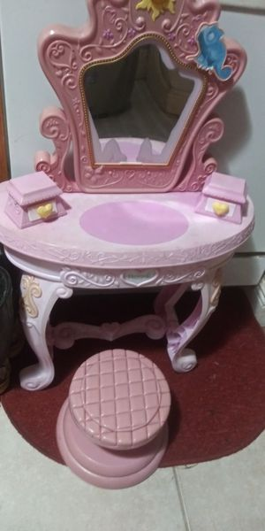 CUTEST LITTLE GIRLS VANITY W. STOOL 6DOL FIRM LOTS ITEMS MY POST GO LOOK for Sale in Jupiter, FL