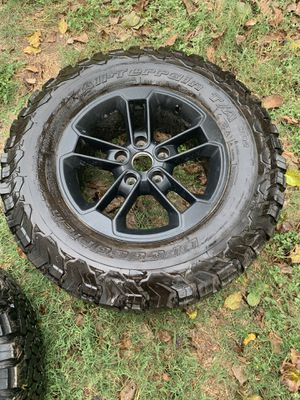 Jeep wheel and tire for Sale in Niederwald, TX