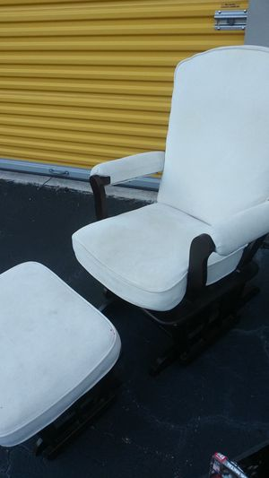 White rocker with ottoman for Sale in Lake Worth, FL
