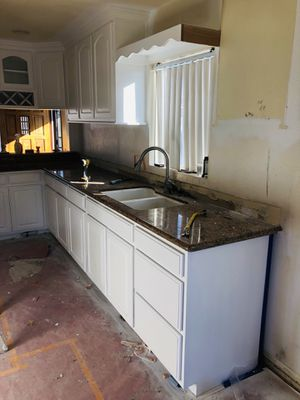 Kitchen cabinets & countertop for Sale in Fontana, CA
