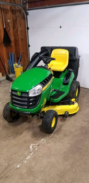 """John deer E140 Garden tractor 48"""" Deck. Purchased in 2019 With Bagger attachment. 22 HP Briggs Engine. 31 HOURS for Sale in Bolingbrook, IL"""
