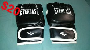 Everlast mma gloves (never been used) for Sale in Riverside, CA
