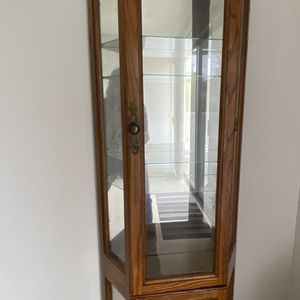Curio cabinet, vintage with light 2doors 5 Shelves. Excellent for Sale in Aliso Viejo, CA