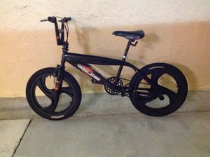 BICYCLE MONGOOSE SIZE-20 MODEL BMX EXCELLENT CONDITION for Sale in Miami, FL