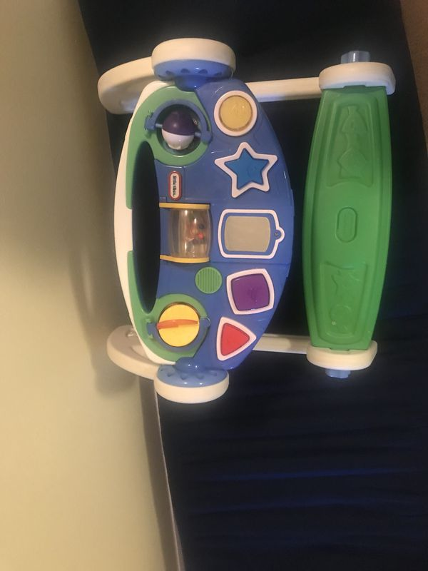 Kids desk and toy