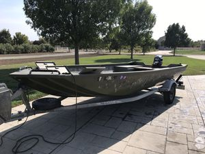Lowe Roughneck RV 170 17' with 25 Evinrude Etec electric start motor for Sale in Brentwood, CA