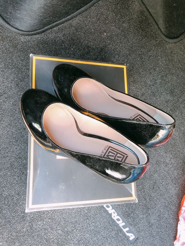 2 Pairs of High Heels_Pour Victoire_7.5