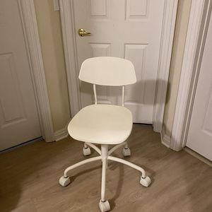 Height Adjustable office chair with wheels for Sale in Las Vegas, NV