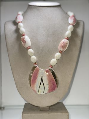 Pink/White big stone Necklace for Sale in Chicago, IL