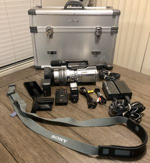 Sony DCR-VX2000 Camcorder 3CCD Mini DV, with Sony case for Sale in Fresno, CA