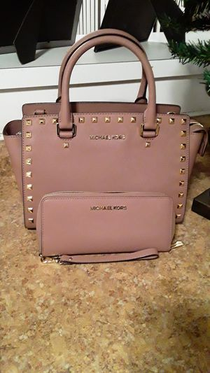 MICHAEL KORS BEAUTIFUL RARE DUSTY ROSE SET for Sale in Stockton, CA