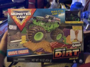 Monster Jam Spinmaster Dirt Deluxe Set Exclusive Grave Digger NEW for Sale in Los Angeles, CA