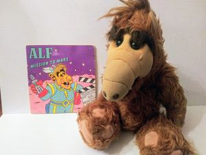 1986 Large ALF Plush with Comic Book Has Worn Bottom Tag for Sale in El Paso, TX