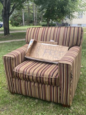Free Pin stripe chair for Sale in Saint Paul, MN