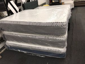 qieen bamboo pillow top mattress with boxspring for Sale in Los Angeles, CA