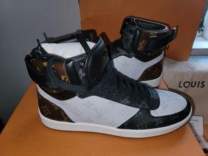 LOUIS VUITTON RIVOLI sneaker boot size 7.5 for Sale in Queens, NY