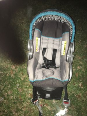 Infant car seat with base for Sale in Miami, FL