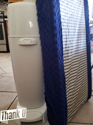 Diaper genie and muchkin changing pad for Sale in San Diego, CA