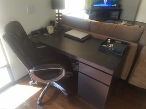 Desk and Chair for Sale in Las Vegas, NV