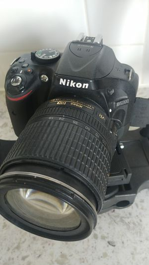 Nikon 5200 for Sale in Oakley, CA