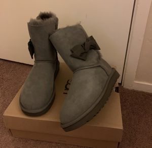 100% Authentic Brand New in Box UGG Daelynn Boots / Color: Grey / Women size 10 and Women size 11 for Sale in Walnut Creek, CA