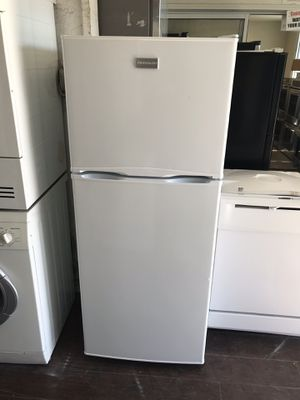 Vertex Appliances. Sale & services. Used, Frigidaire refrigerator ,11 cu,ft, white color, automatic defrost , great new condition , work great for Sale in San Jose, CA